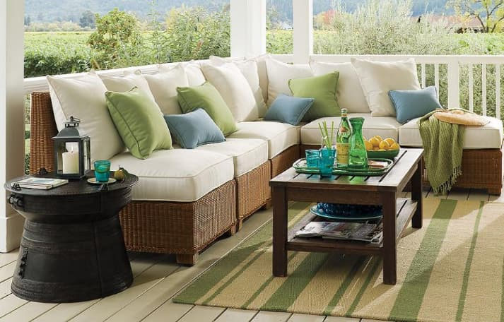 Accent throw pillows to change the look of your backyard